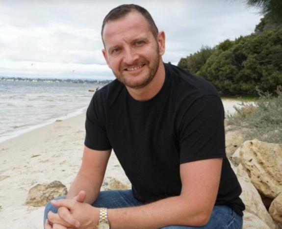 James Parker: De Líder del Lobby Gay en Londres y acostarse con más de 200 hombres, a Hetero y crear una Familia