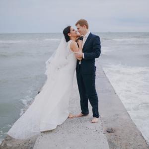Recien casados frente al mar